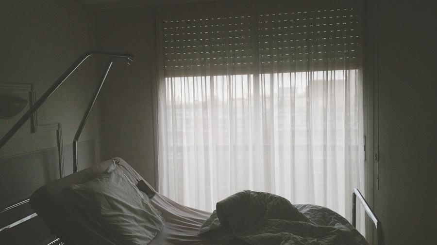 Mon super lit qui se redresse grâce à sa petite télécommande (qui ne casse pas quand elle tombe)