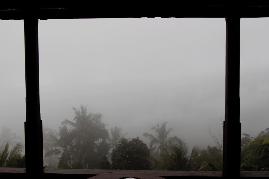 Et 45 minutes après notre arrivée, il se mit à pleuvoir... POUR L'ETERNITE ! AMEN